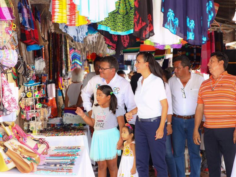 Laura Fernández apoya a artesanos de la Asociación 'Hunab Ku'