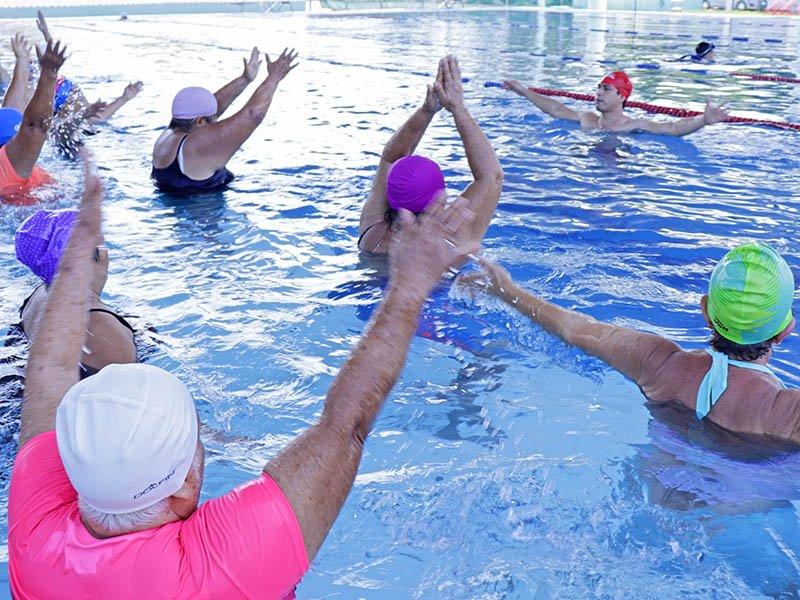 DIF Cozumel ofrece clases de hidrogimnasia para adultos mayores