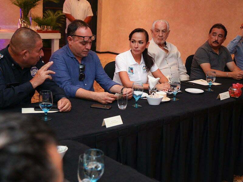 Laura Fernández y hoteleros refuerzan atención en Protección Civil