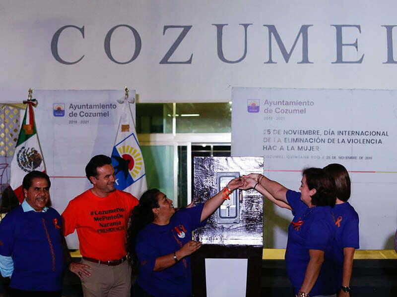 Pedro Joaquín encabeza encendido de luces alusivas al 'Día Naranja'
