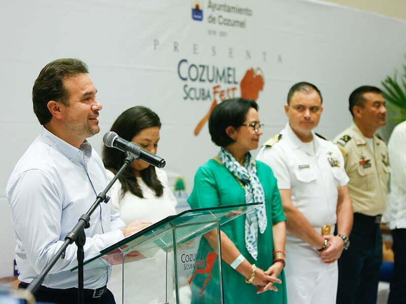 Pedro Joaquín refrenda su compromiso con el ambiente en el Scuba Fest