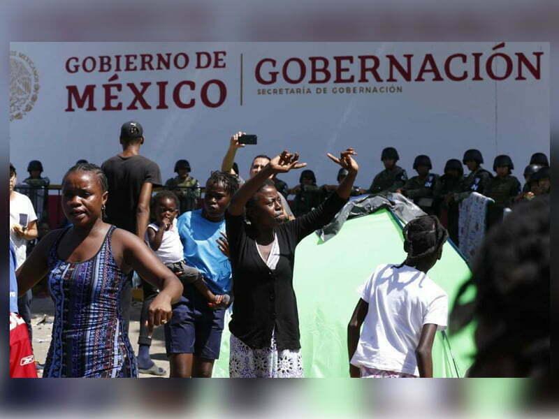 Africanos se amotinan en Tapachula, INM cancela entrega de visas