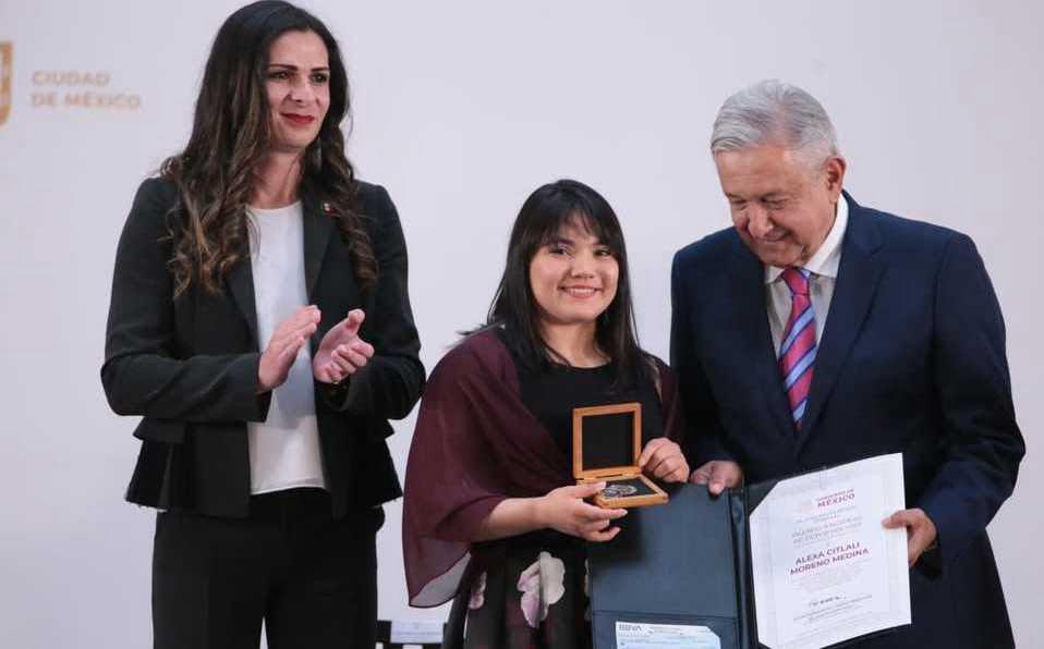 Le entregan Premio Nacional de Deportes a la gimnasta Alexa Moreno