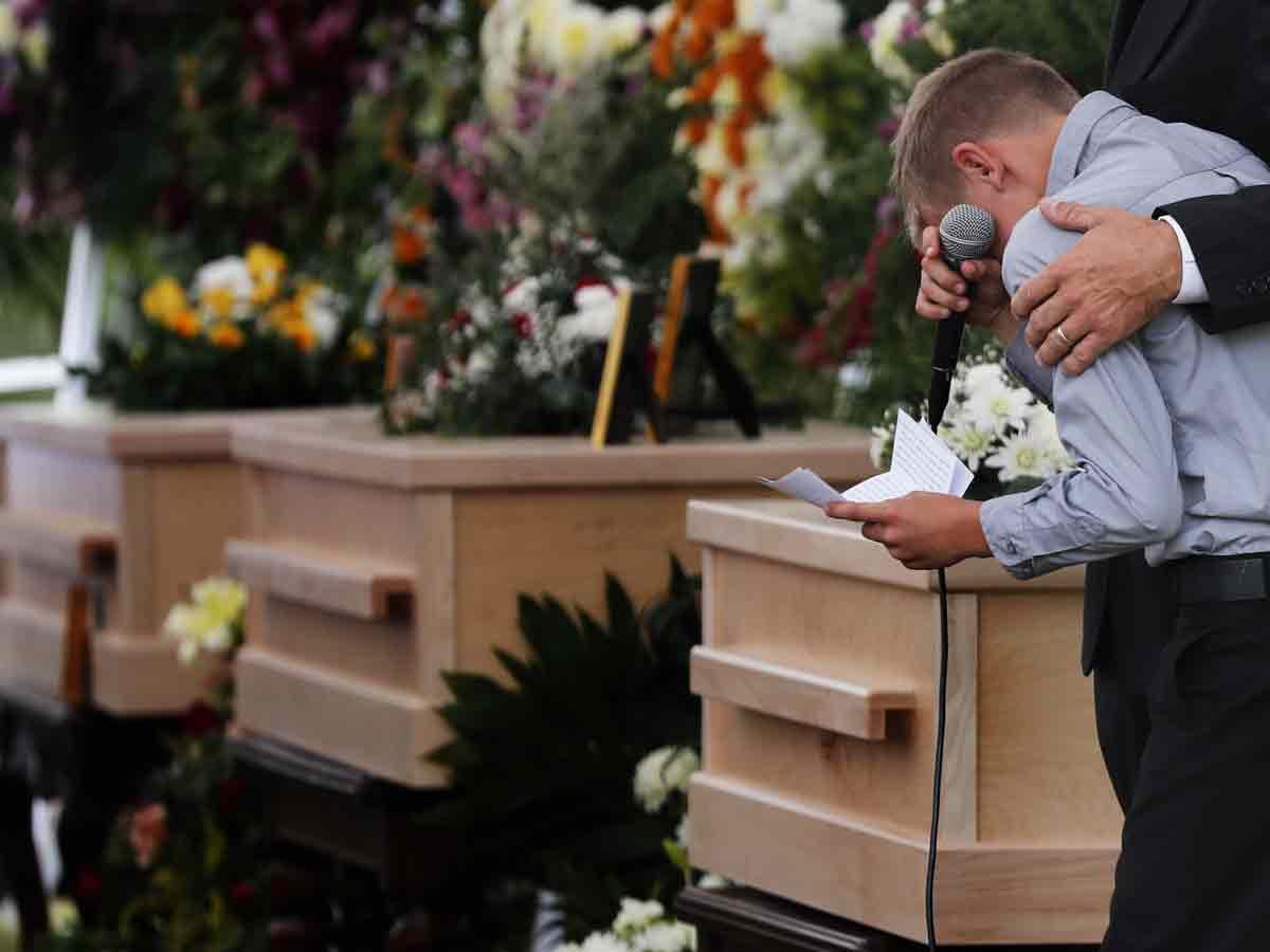 Familiares despiden a victimas del ataque contra los LeBarón