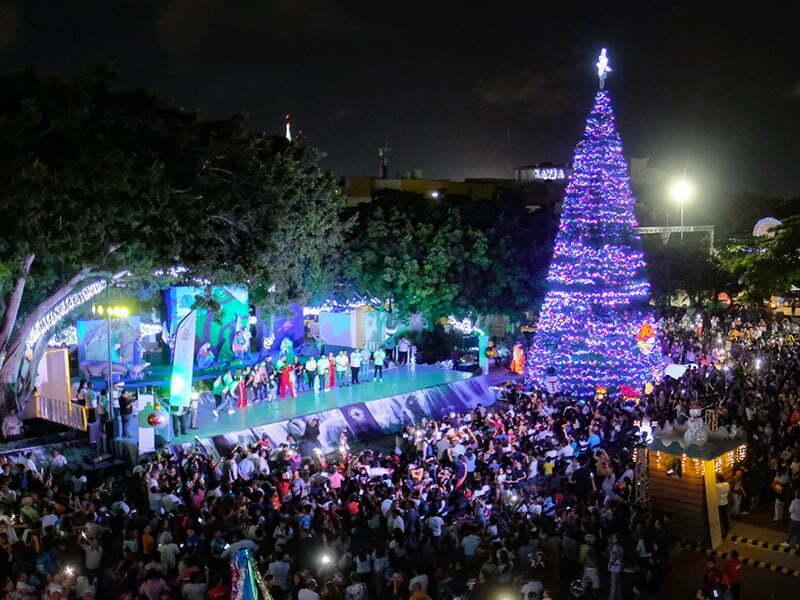 Mara Lezama enciende árbol e inaugura la Villa Navideña
