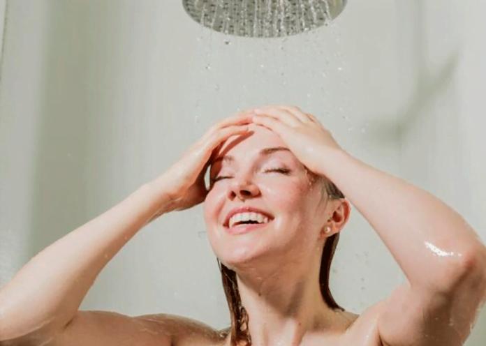Estos son los beneficios de bañarte con agua fría