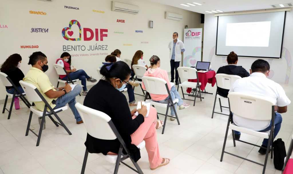 Flavio Carlos Rosado establece capacitación de servidores públicos de DIF