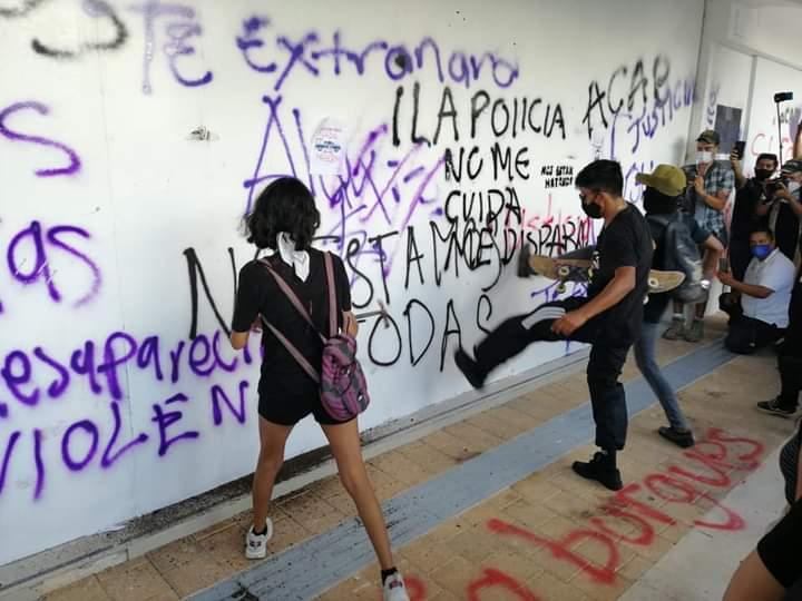 Mamá de desaparecida rechaza forma vandálica de manifestarse