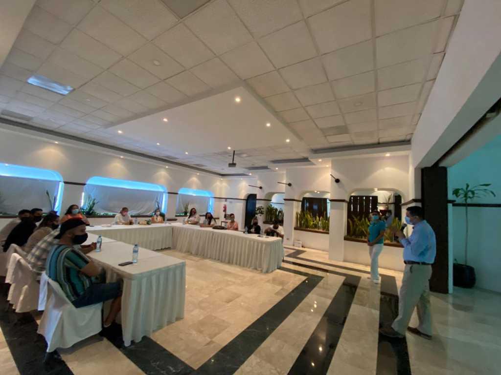 Muestran a agentes de viaje atractivos turísticos de Cancún