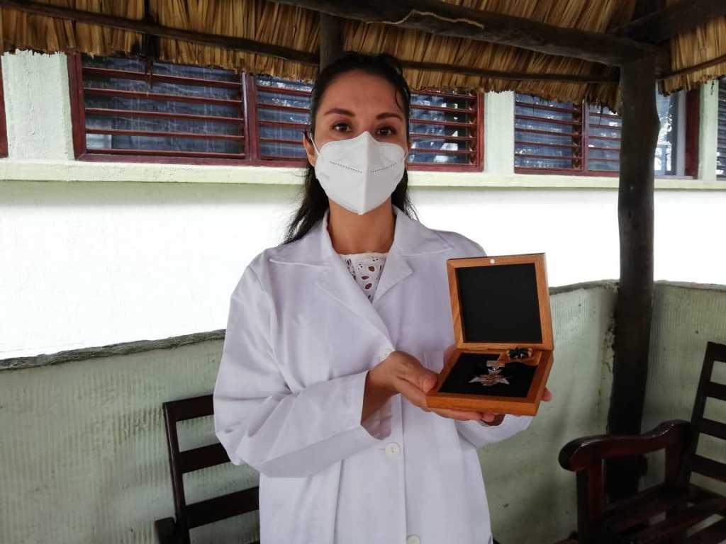 Médicos destacados del IMSS en Quintana Roo reciben condecoración Miguel Hidalgo Grado Cruz